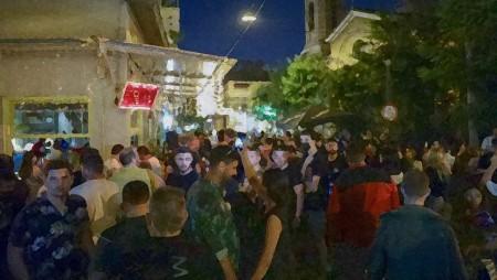 Αποκλειστικές εικόνες από κορονοπάρτι, χωρίς μέτρα και αποστάσεις (video)