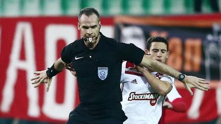 Είναι σκάνδαλο ο Τζήλος να αδικεί τον Ολυμπιακό σε όλα τα ματς