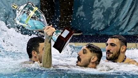 Ύμνοι για τον Πρωταθλητή Ευρώπης Ολυμπιακό!