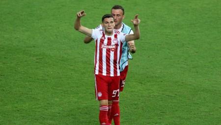 Τον λένε Λάζαρ Ραντζέλοβιτς και είναι παικταράς! (vids)