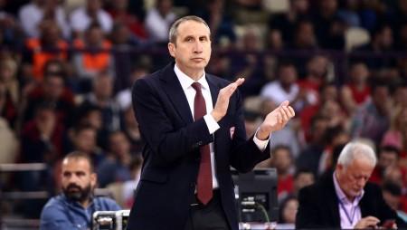 «Θα συνεχίσω τον αγώνα, δεν θα παραιτηθώ από προπονητής»