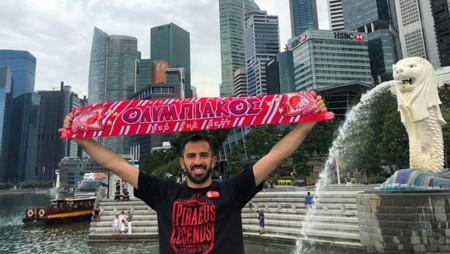 Θρύλος και στην Σιγκαπούρη! (pic)