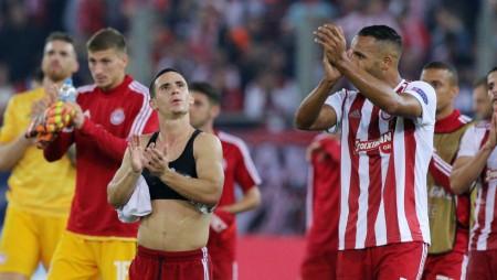 Ο κόσμος καταχειροκρότησε τους «ερυθρόλευκους» και ζήτησε νίκη με ΑΕΚ!