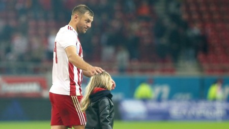 Ο Αβραάμ παίζει μπάλα με την κόρη του! (video)
