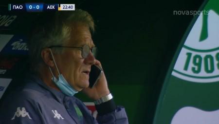 Χαιρέτησε ο Μπόλονι! Μάλλον για αυτό μιλούσε στο κινητό εν ώρα αγώνα! (video)