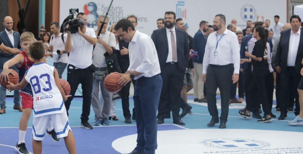 Αλέξη, έχεις ακούσει τίποτα για φοροδιαφυγές, απειλές, ντου και «εγκληματική οργάνωση» στο μπάσκετ;