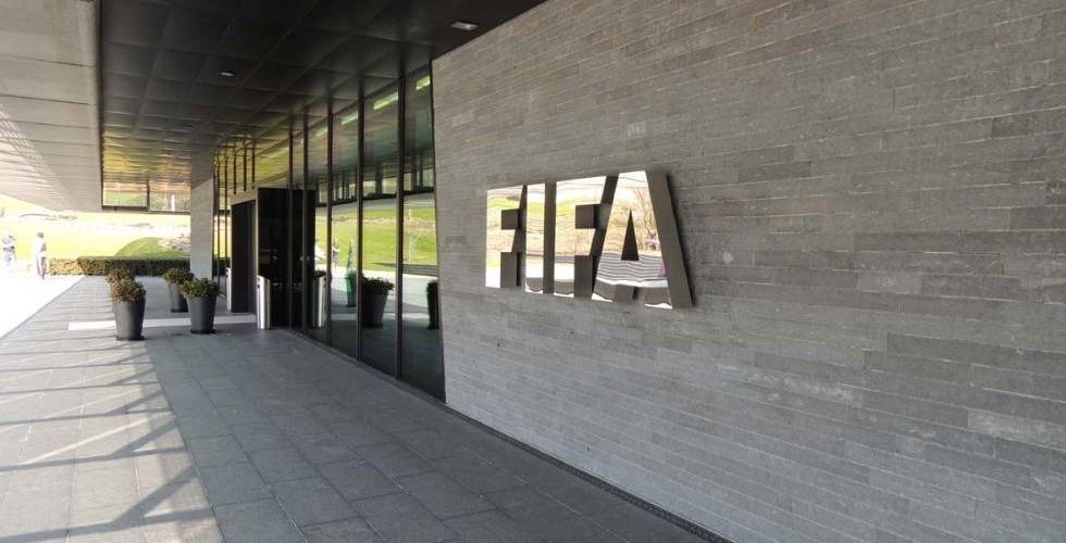 FIFA: «Αξιολογούμε την επιστολή του Ολυμπιακού»