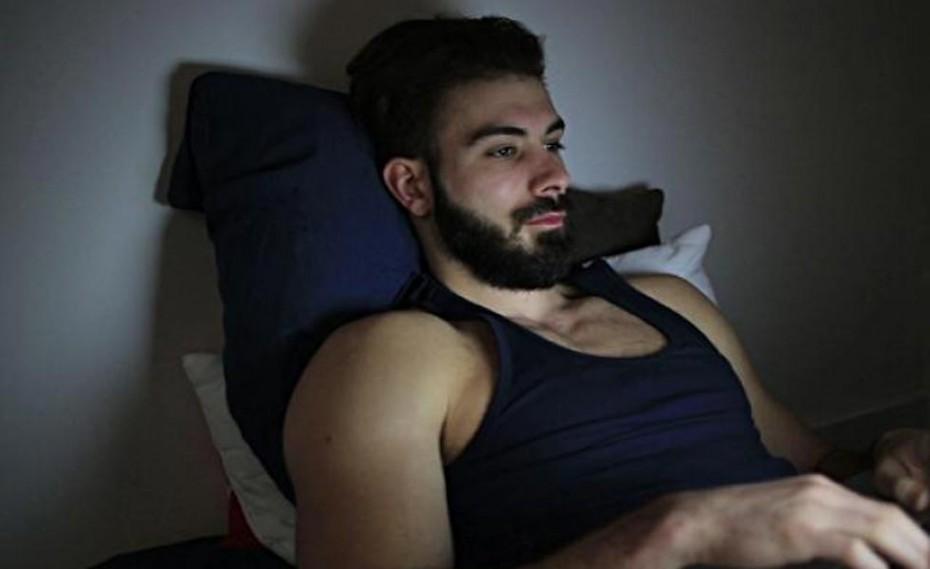 Απίστευτη αποκάλυψη: Τι παρατηρούν οι άντρες όταν βλέπουν τσόντες;