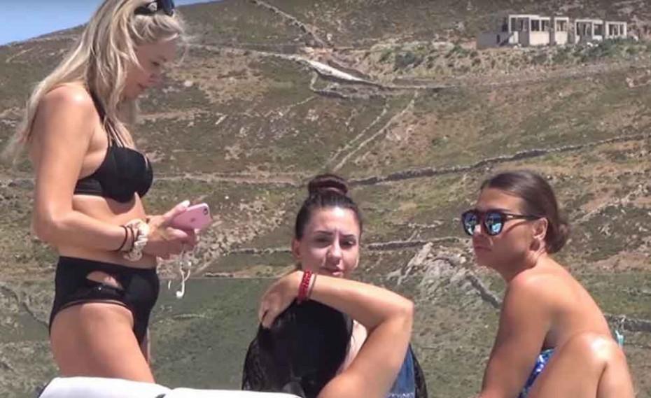 H Νίνα Λοτσάρη και Έλενα Γαλίφα με bikini στη Μύκονο