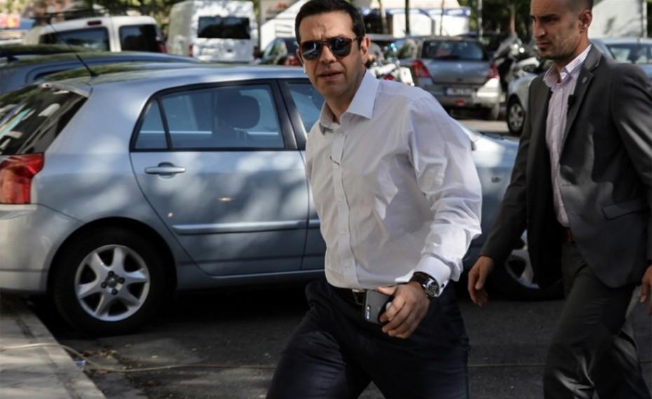 Πυρ ομαδόν από την αντιπολίτευση για το κοινωνικό μέρισμα του Τσίπρα