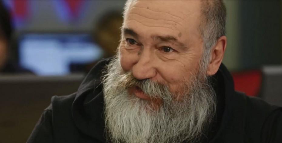 Πέθανε από ανακοπή καρδιάς ο Τζίμης Πανούσης - Πανελλαδική θλίψη για τον αντισυμβατικό καλλιτέχνη