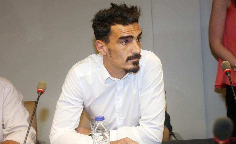 «Δεν έχω υπογράψει συμβόλαιο με την ΑΕΚ για το 2018-19»