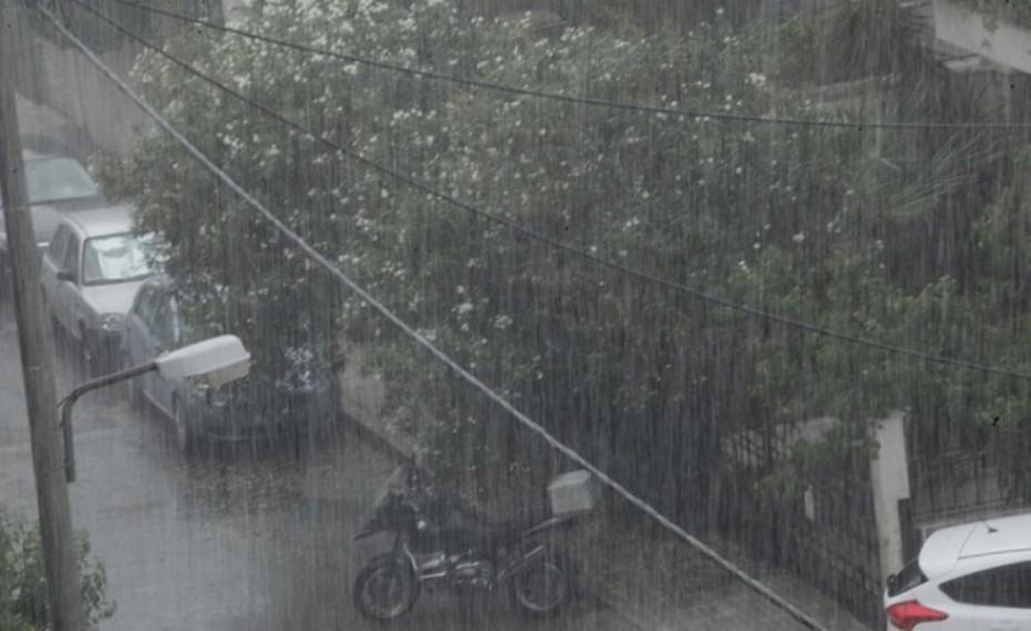Καταιγίδα σε περιοχές της Αττικής - Φόβοι για τους πυρόπληκτους
