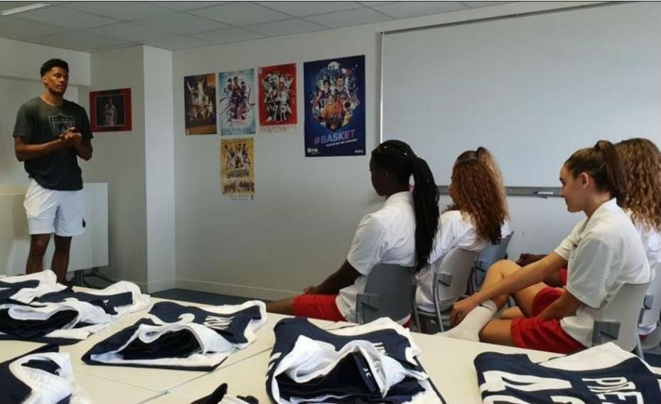 Ο Τουπάν με τη «νέα γενιά» του γαλλικού γυναικείου μπάσκετ (pic)