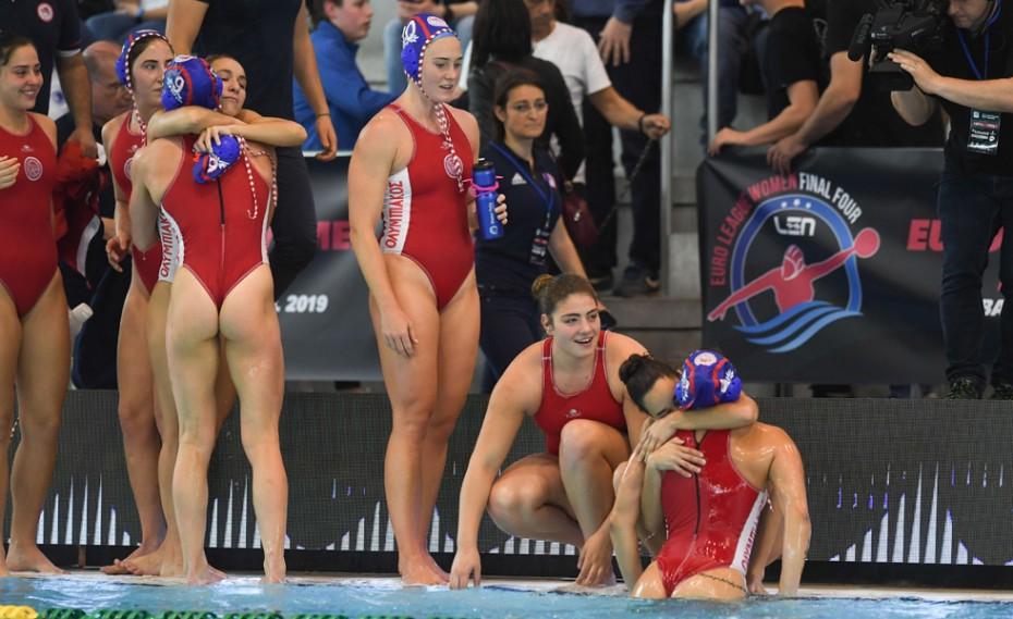Οι «ερυθρόλευκες» στην πισίνα «Carles Ibars» (vid)