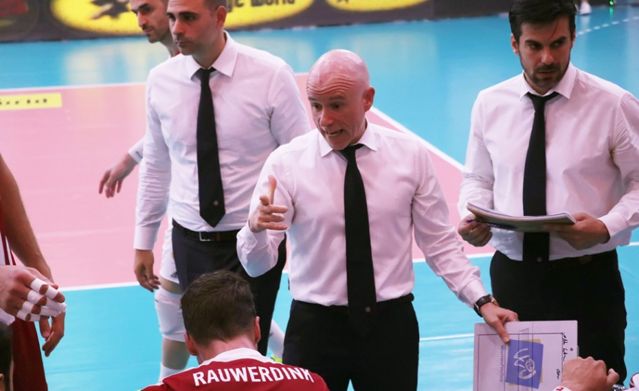 Πρώτα ο προπονητής, μετά η ενίσχυση...