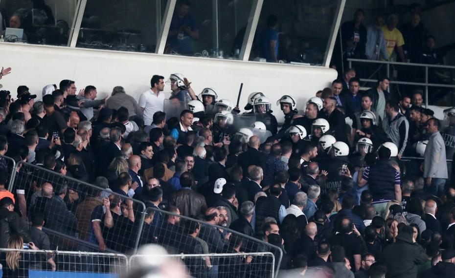"""«Οι μάσκες έπεσαν! Εξυγίανση με """"αναβάθμιση"""" των χούλιγκαν σε VIP»"""