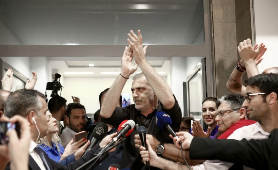 Θριαμβευτική νίκη για τον Γιάννη Μώραλη στον Πειραιά