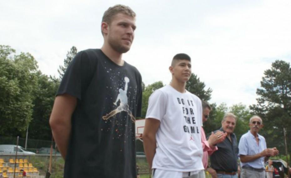 Καλεσμένος σε σχολικό τουρνουά ο Βεζένκοφ! (pics)