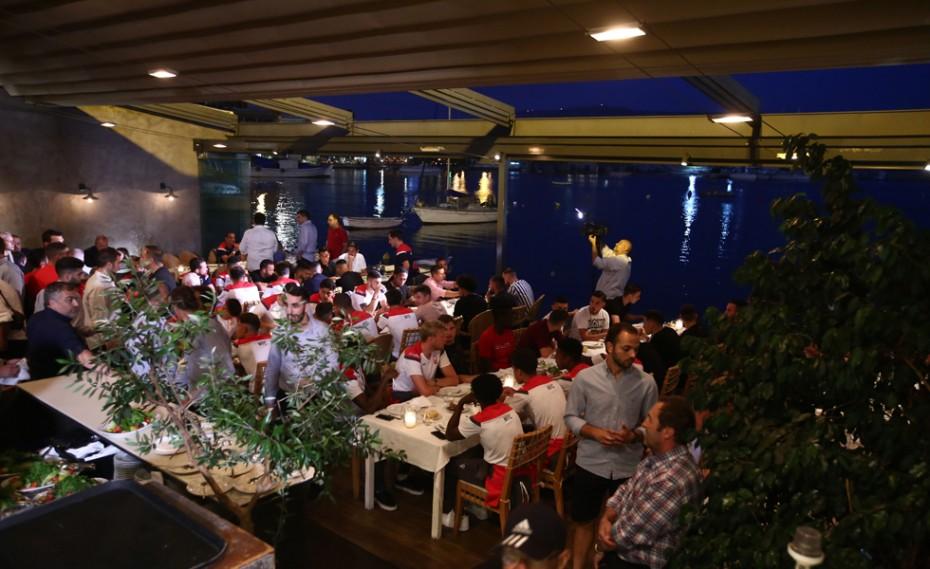 Επίσημο δείπνο Ολυμπιακού και Νότιγχαμ στο Μικρολίμανο! (vid)