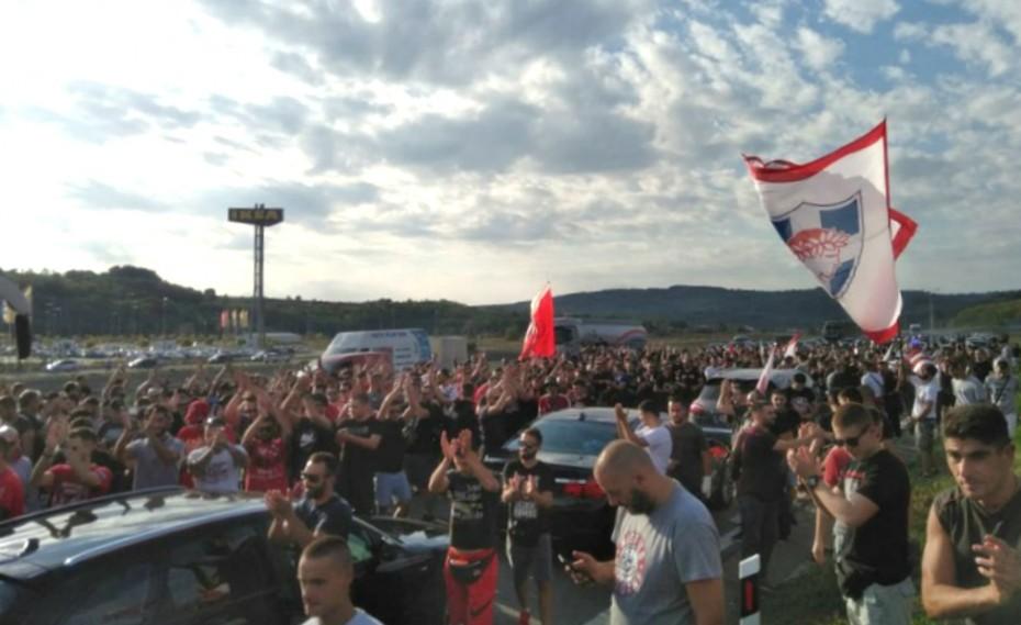 «Πάρτι» των οπαδών του Ολυμπιακού και του Ερυθρού Αστέρα στη Σερβία! (pics)
