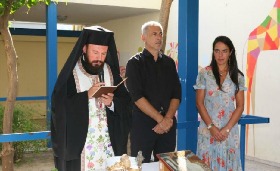 Στην τελετή αγιασμού σχολείων ο Γιάννης Μώραλης!