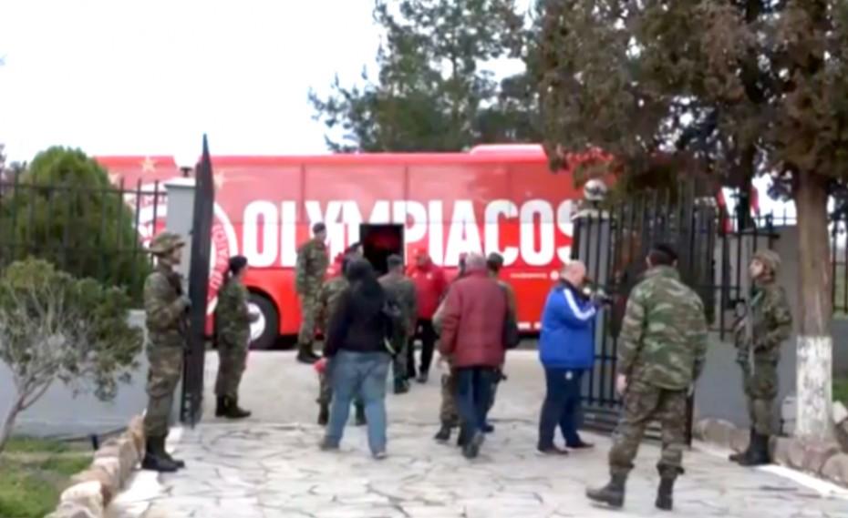 Στα σύνορα του Έβρου η αποστολή βοήθειας του Ολυμπιακού! (video)