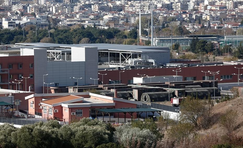 Θεσσαλονίκη: Ασφυξία στα νοσοκομεία – Στήνεται κινητή μονάδα στο «424 στρατιωτικό νοσοκομείο»