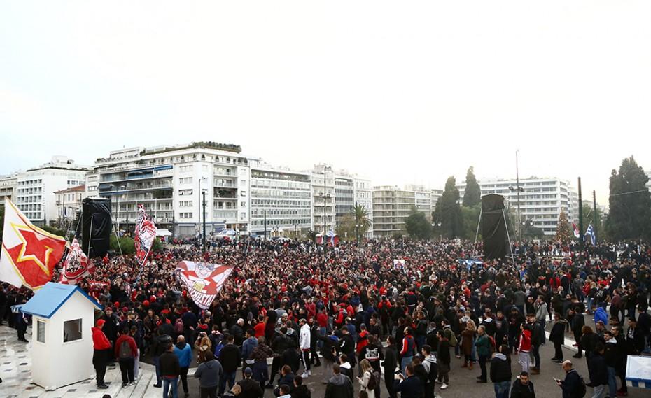 Τρέλα με την «ερυθρόλευκη» λαοθάλασσα στο κέντρο της Αθήνας! (video)