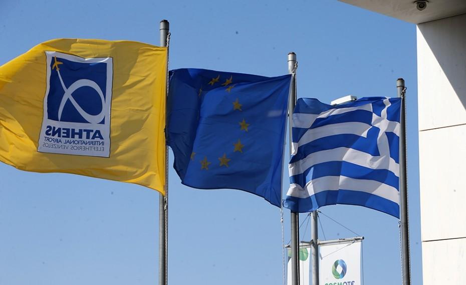 Guardian: Με εμβόλιο και τεστ η είσοδος των τουριστών στην Ελλάδα (video)