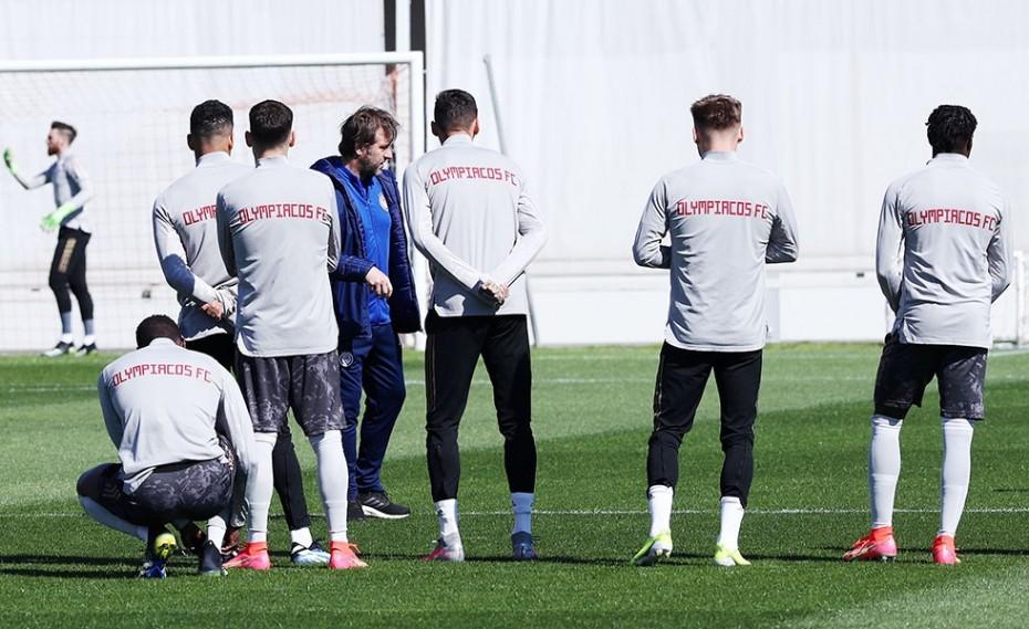 Ο Μπόλονι «πλακώνεται» με τους παίκτες και ο Μαρτίνς «έχει την ομάδα ενωμένη»