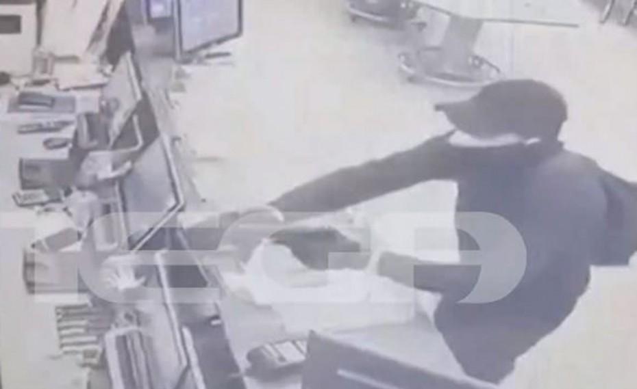 Αποκλειστικό: Βίντεο ντοκουμέντο από ληστεία σε πρακτορείο τυχερών παιχνιδιών