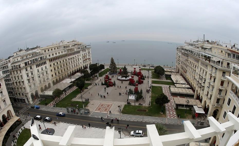 Θεσσαλονίκη: Αγριογούρουνο κόβει βόλτες στην πλατεία Αριστοτέλους!