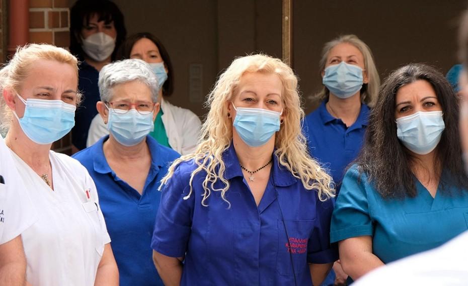 Ηρωική μάχη δίνουν γιατροί και νοσηλευτές στις ΜΕΘ τις εορταστικές ημέρες (video)