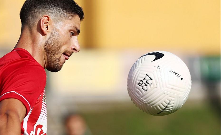 Βρείτε κάποιον να σας κοιτάζει, όπως ο Μασούρας την μπάλα (photo)