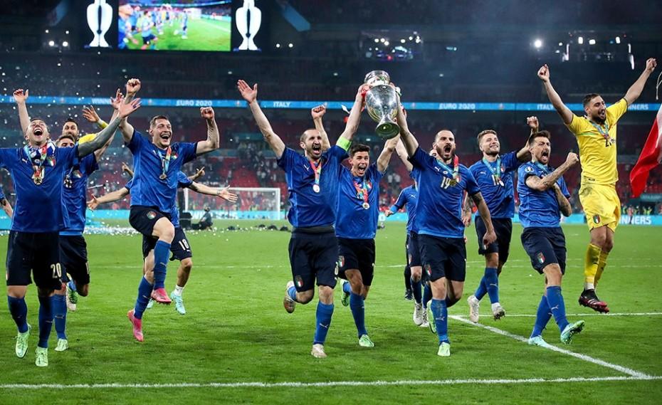 EURO 2020: Ολονύχτιοι πανηγυρισμοί στην Ιταλία! (video)