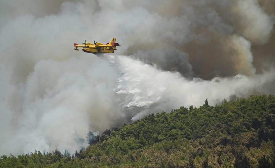 Φωτιά στη Βαρυμπόμπη - Μεγάλη αναζωπύρωση στις Αδάμες