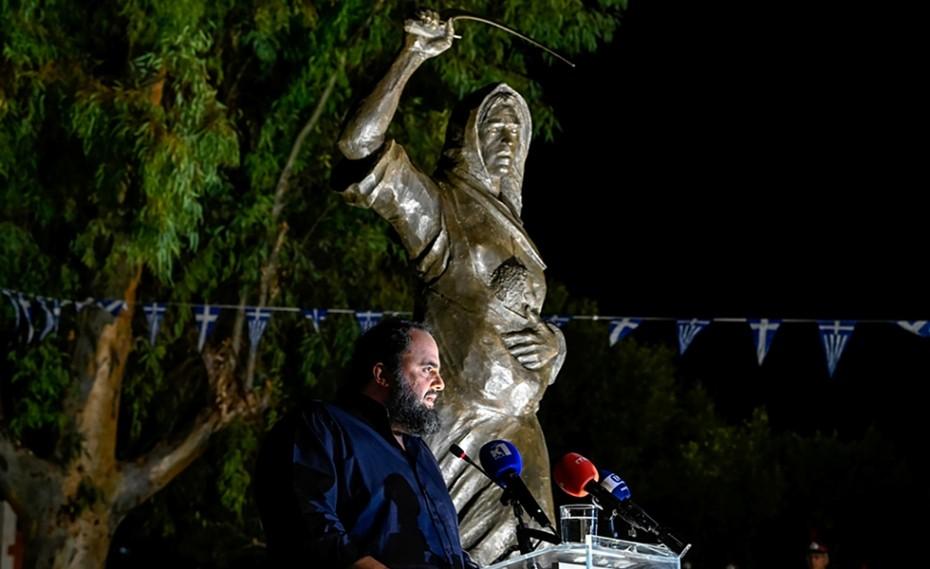 Δωρεά Μαρινάκη! Σε κλίμα συγκίνησης τα αποκαλυπτήρια του αγάλματος της «Ηρωίδας Μανιάτισσας» - Ποδόσφαιρο - gavros.gr