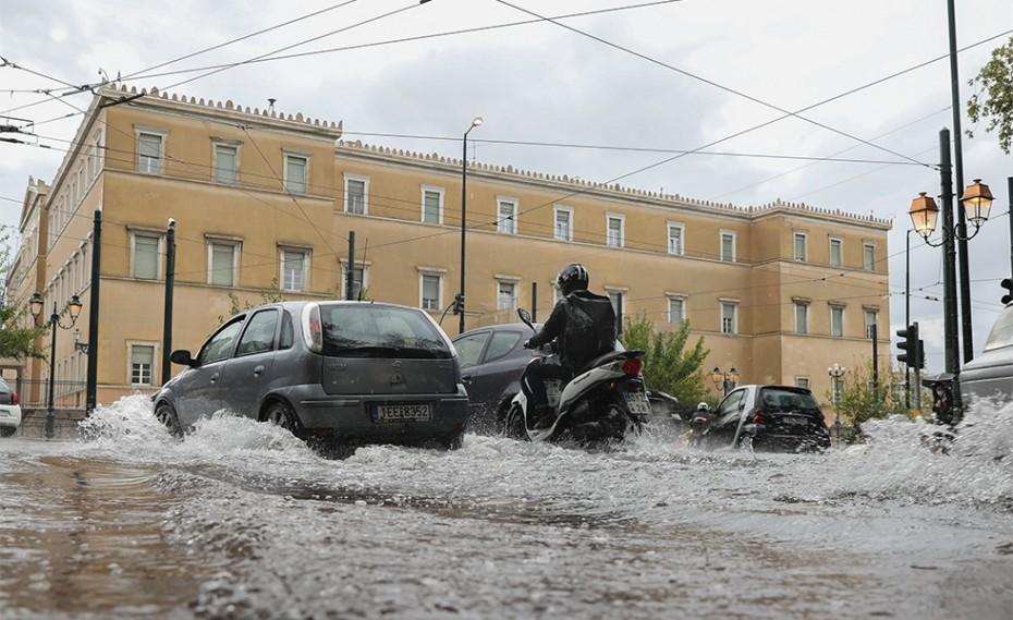 Μπάλλος: Ισχυρές καταιγίδες στην Αττική – Χιόνισε στη Βόρεια Ελλάδα (videos)